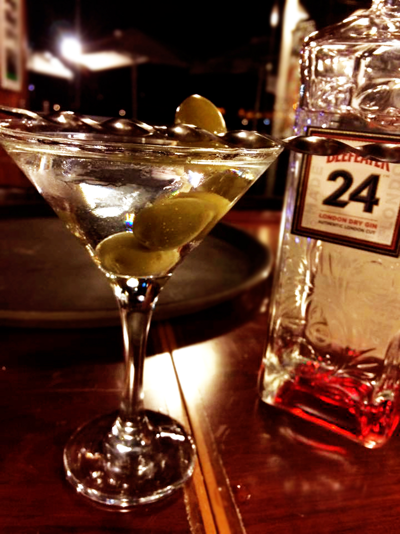 Martini Tons Sur Bar &Grill